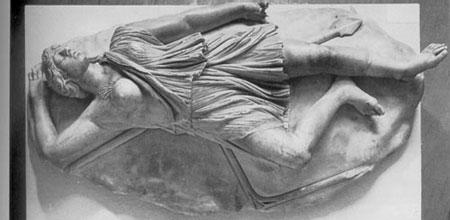 """""""Смерть амазонки"""". Фрагмент римской копии скульптурной композиции с Афинского акрополя (ныне хранится в музее Неаполя). Фото с сайта www.classics.uga.edu"""